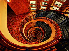 Treppenhaus  .......................      in Explorer (petra.foto busy busy busy) Tags: treppe treppenhaus stairs schnecke form spirale hamburg germany gebäude architektur kontorhaus fotopetra canon 5dmarkiii color bunt