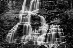 Tvindefossen, Voss, Norway (impodi@gmail.com) Tags: tvindefossen trollafossen kroelvi voss norway blancoynegro bw bn cascada largaexposicion agua norge foss fjord