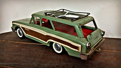 Woody station wagon (Dave* Seven One) Tags: classic buddyl woody wagon woodywagon toys childrenstoys metal metaltoys green pressedsteel stationwagon vintage 1970s antiquestore fleamarket