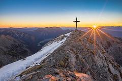 die ersten Sonnenstrahlen (F!o) Tags: tirol österreich karwendel achensee pertisau gramaialm gramai sonnjoch gipfel summit gipfelkreuz sonnenstern blendenstern sonnenaufgang sonnenuntergang sunrise alpen alps mountains berge biwak ngc