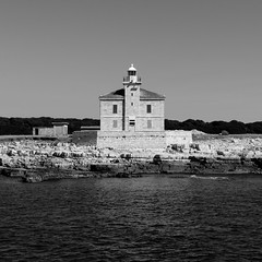 house with view to the sea (Christoph Burghart) Tags: 2017 35mm18 d300 istrien nikon urlaub black white holiday boattrip