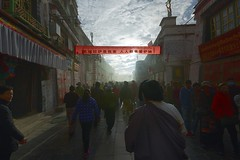 Early sunlight and clouds of incense smoke fills the Barkhor Street, Tibet 2017 (reurinkjan) Tags: tibetབོད བོད་ལྗོངས། 2017 ༢༠༡༧་ ©janreurink tibetanplateauབོད་མཐོ་སྒང་bötogang tibetautonomousregion tar ütsang lhasa jokhang lhadentsuglakhang jowokhang ཇོ་ཁང་ barkhorstreet tibetanབོད་པböpa sunriseཉི་ཤར།nyishar sunisrisingཉི་མ་འཆརnyimanchar tibetanpeopleབོད་མིbömi བོད་འབངསbömbang thewildfolksoftibetབོད་སྲིནbösin tibetanpeopleབོད་རིགསbörik incensesmokeofferingལྷ་བསང་lhabsang religiousceremonyofburningincensejuniperetcབསངས་གསོལbsangsgsolsangsöl cloudsofincensesmokeསྤོས་ཀྱི་དུད་སྤྲིནsposkyidudsprinpökyidütrin fragranttreegoodforincensenonpricklyhimalayanjuniperབདུག་སྤོས་ཤིང༌bdugsposshingdukpöshing