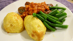 Air fryer cooking (Sandy Austin) Tags: panasoniclumixdmcfz70 sandyaustin massey auckland westauckland northisland newzealand food airfryer airoven sausages potatoes greenbeans bakedbeans