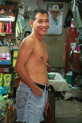 smiling, shirtless man in a convenience store (the foreign photographer - ฝรั่งถ่) Tags: smiling shirtless man convenience store khlong thanon portraits bangkhen bangkok thailand canon kiss