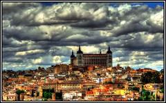 El Alcázar, presidiendo la vista de Toledo. (Jose Roldan Garcia) Tags: toledo toledano alcázar aire arquitectura colores cielo nubes ciudad paisaje