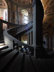 Caprarola_17P5212508_20K_EM5II_7144 (Paolo Chiaromonte) Tags: paolochiaromonte olympus omdem5markii panasoniclumixgvario714mmf4asph micro43 caprarola tuscia lazio italia italy travel scalinata scale stairway step staircase