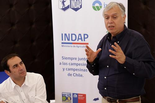 Firma de convenio para crear un centro de acopio y procesamiento de fibra de camélidos con energía solar