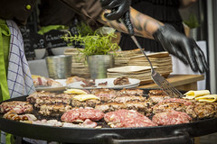 (Christopher Kierstein // Gschtoff) Tags: food burger lecker canon eos 5d mark 4 kulinarik gourmet kochen cooking grill meat fleisch hack smoke rosmarin pfannenwender grillen sommer vibes foodporn fire gewürze 3