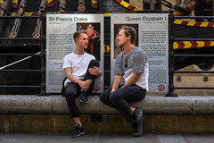 Frank & Lizzie (Silver Machine) Tags: london streetphotography street streetportrait candid thegoldenhinde men sitting talking outdoor streethunters 3rdannualstreethuntersmeeting fujifilm fujifilmxt10 fujinonxf35mmf2rwr
