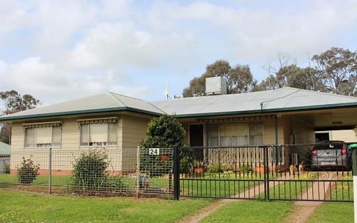 24 Baylis Street, Mangoplah NSW 2652