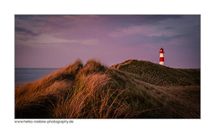 Sommerabend am Meer / summertime at sea (H. Roebke (offline for a while)) Tags: lighthouse de deutschland color sunset canon35mmf14lusm nature sonnenuntergang germany natur landschaft landscape leuchtturm beach architecture sky strand pink sylt architektur canon7d 2012 lila sand insel lightroom lighthousethursday