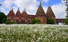 Sissinghurst Castle Gardens - Kent (Mark Wordy) Tags: sissinghurstcastlegardens nationaltrust vitasackvillewest kent oasthouse meadow daisies