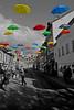 Parapluies à Carouge (Yves.Henchoz) Tags: nikond4 genève genf geneva suisse switzerland swiss svizzera nb nikkor24120vrf4 parapluies couleur retouche