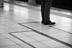 The First in Line (petrwag) Tags: bw blackandwhite blancoynegro blackwhite černobílé clickcamera carlzeiss japan japón japon street tokyo sony sel1670z a6500