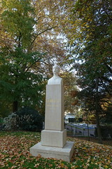 Bust of Georges 1er of Greece @ Parc floral des Thermes @ Aix-les-Bains (*_*) Tags: aixlesbains savoie 73 aix france europe october 2017 autumn fall automne matin morning parcfloraldesthermes park