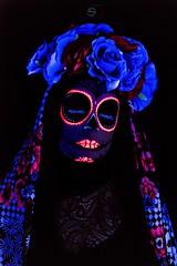 Catrina III (Sergio Nevado) Tags: retrato portrait chica girl mujer calaveramejicana mexicanskull díadelosmuertos maquillaje makeup luznegra darklight rosas roses flores flowers