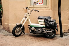 Peugeot GL10 (Chi Bellami) Tags: film fujifilm fujicolor c200 nikon nikonosv 35mm zonefocus scalefocus scanned scan colour c41 negative photohippo chibellami amphibiouscamera nikonos perpignan france peugeot moped motorbike 50cc gl10