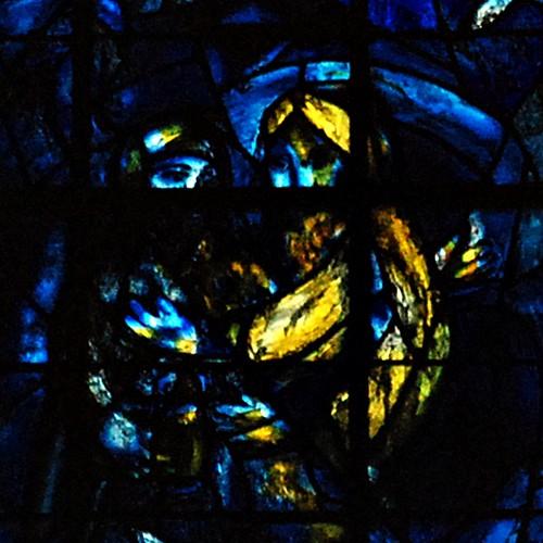 8 - Reims - Cathédrale Notre-Dame - Vitrail de Marc Chagall, Détail - Abraham et Melkisedek
