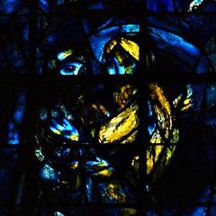 8 - Reims - Cathédrale Notre-Dame - Vitrail de Marc Chagall, Détail - Abraham et Melkisedek (melina1965) Tags: reims marne grandest octobre october 2017 nikon d80 église églises church churches vitrail vitraux stainedglasswindow stainedglasswindows
