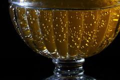 Coupe d'eau pétillante en Sidelit (Christian Chene Tahiti) Tags: macromondays sidelit canon 7d paea tahiti macro closer coupe eaupétillante eaugazeuse orange blanc closeup hmm limonade verre bulle bulledegaz sidelighting