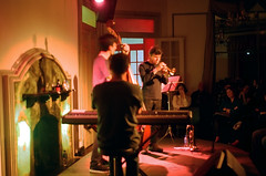 La casa del Jazz (karurosuros) Tags: jazz trio pentax pentaxmv1 1980 35mm film analog aperture vintage rollo japan miranda smcpk55mmf20 smcpentaxm1250mm manualfocus
