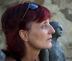 PEPA Y LA MAESTRA (stavlokratz) Tags: españa aragón huesca altogállego jaca sabiñánigo elpuentedesabiñánigo serrablo escultura sculpture mercedesmillánmainar