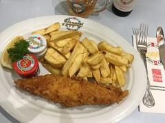 Fish and Chips from Poppies Fish & Chips around Brick lane (Fuyuhiko) Tags: fish chips from poppies around brick lane london ロンドン engliand england 英国 イギリス イングランド ブリックレーン ブリック レーン フィッシュ チップス