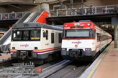 Doblete Atocha (Mariano Alvaro) Tags: 592 446 renfe cercanias atocha trenes diesel andenes regional camello superman