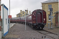 Overlord+50 : 777 + train arriving at So'ton E Docks, 4 June 1994 (Ian D Nolan) Tags: railway railtour dday southamptondocks 35mm epsonperfectionv750scanner lswr 777 sr sirlamiel 460z om40