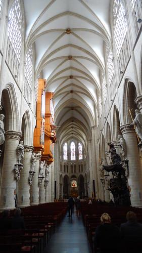 Bruxelles, inside the Co-Cathédrale collégiale des Saints Michel et Gudule [22.03.2014]