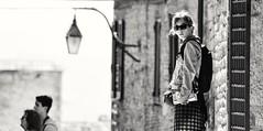 Gubbio III, Umbria, Italy (Gonzalo Aja) Tags: gubbio umbria italy italia women mujer girl chica tourist turista people personas street calle town pueblo old viejo streetlight farola urban urbano cityscape scenic outdoor aire libre blackandwhite blancoynegro bw d3000