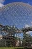 Sous un dôme et un ciel bleu (Under a Dome and a Blue Sky) (JB by the Sea) Tags: montreal montréal quebec québec canada september2017 parcjeandrapeau parcdesîles îlesaintehélène sthelensisland biosphere biosphère buckminsterfuller geodesicdome expo67