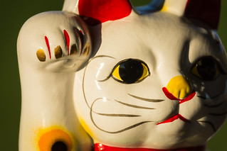 Souvenir: Japan's beckoning cat, made in China