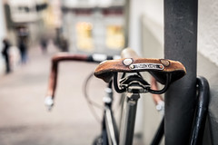 Brooks - Zurich Oldtown (Roger_T) Tags: dof canon5dmarkiv saddle zurich bicycleseat bicyclesaddle canonef2470mmf28liiusm switzerland focus bike bicycle 2017 depthoffield