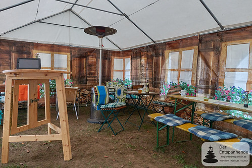 Eifelstopp - Zelt mit Garnituren und Wärmepilz
