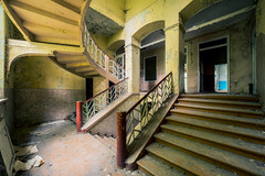 58 / 2017 (the-black-swan) Tags: urban urbex abandoned exploration verlassen verfallen vergessen old past place places lost decay hdr forgotten sony architektur gebäude geometrisch decayed derelict marode fineart art architecture a7r chateau schloss treppe treppenhaus stairs stair staircase samyang