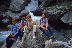 Ragazzi in gita (maggio 1981) (giorgiorodano46) Tags: 1981 maggio1981 may giorgiorodano analogic trisulti collepardo lazio italy appennino montiernici marco luca gago sara torrente