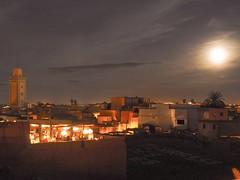 Heure de la prière  Marrakech  Maroc (gregorycanal) Tags: pleinelune lune mosquee minaret lumière nuit maroc marrakech priere
