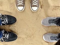 Welke zijn van mij  / Which are mine (wilma HW61) Tags: schoenen voeten sneakers zand sand dusable sabbia scarpa schuhe chaussures shoes veters nederland niederlande netherlands nikond90 holland holanda paysbas paesibassi paísesbajos europa europe wilmahw61 wilmawesterhoud outdoor