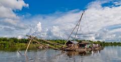 Ingenio (Jhaví) Tags: kompongcham cambodia asia southestasia lake lago agua water floatinghouse casaflotante net travel viajar trip cielo sky blue azul barco naturaleza nature