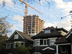 IMG_4195 A new West End condo tower growing above the roofs of Mole Hill (vancouverbyte) Tags: vancouver vancouverbc vancouvercity