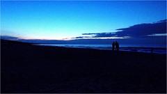 Das Ende eines langen Tages...! (FBever) Tags: dämmerung sonnenuntergang coucherdusoleil sunset usedom ostsee balticsea thebalticcoast ostdeutschland eastgermany allemangeest ostseebadtrassenheide strand beach meer ocean outdoor abend evening blauerhimmel bluesky blue mecklenburgvorpommern vorpommern pommerschebucht