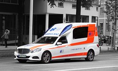 Aicher Ambulanz Union KTW Mercedes-Benz (Boss-19) Tags: aicher ambulanz union | prinzregentenstrase englischer garten english garden altstadtlehel münchen munich deutschland germany krankentransportwagen ktw mercedesbenz e 250 cdi miesen binz rw münchentrudering hauptrettungswache funkrufname rettung 457205 mpa 7720