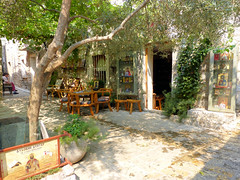 Boutique d'icônes (Raymonde Contensous) Tags: monténégro crnagora budva arbres végétation places icônes
