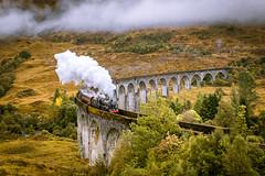 hogwarts-express (silkefoto) Tags: schottlandscotland glennfinan hogwartsexpress harrypotter zug dampflok viadukt brücke zugfahrt dampf