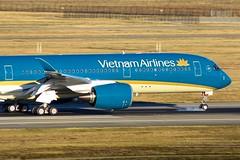 TLS - Airbus A350-941 Vietnam Airlines (Aéro'Passion) Tags: aéropassion airport aircraft airlines aéroport airbus atterrissage aviation avions canon natw photography photos passage piste toulouse tls toulouseblagnac blagnac lfbo landing vietnam a350 a350xwb a350941 winglets