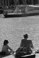 Sunbath at the river (Carandoom) Tags: black white noir et blanc toulouse 2017 sunny sun jour soleil sunbath river rivière people personne bateau boat