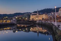 Ria de Bilbao, Ayuntamiento. (jetepe72) Tags: bilbao ria ayuntamiento nocturna reflejos rio urbana urban vizcaya
