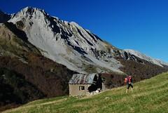 Climbing to Cuello Petraficha, GR11