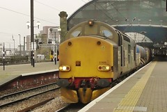DRS Class 37 No. 37609 at Newcastle Central on RHTT - 20th Oct 2017 (allan5819 (Allan McKever)) Tags: rhtt train networkrail watercanon class37 drs 37602 37609 topntailed newcastle tyneside centralstation northeast england uk diesel loco locomotive engine dirt grime ecml tanks travel transport